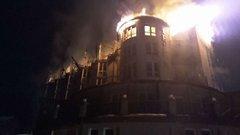 У Славському рятувальники шість годин гасили пожежу в готелі