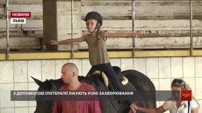 У Львові за допомогою іпотерапії діти з вадами зору проходять реабілітацію