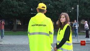 Музиканти львівського гурту PIANO  переводили школярів через дорогу
