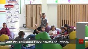 Батьків учнів львівського ліцею обурило проведення уроків для першокласників на підлозі