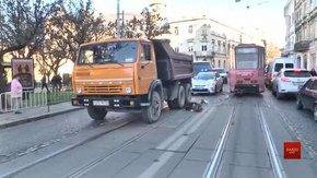 У центрі Львова 23-річний водій КамАЗа на смерть переїхав пенсіонерку