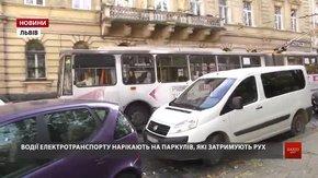 Поліцейські з «Львівелектротрансом» почали полювання на водіїв, які перешкоджають руху