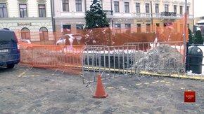 У центрі Львова почали встановлювати перші підземні контейнери для сміття