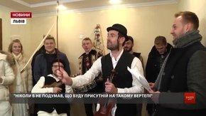 У Львові зірковий вертеп радіо «Люкс ФМ» колядував у домівках своїх слухачів