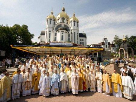 На Тернопільщині триває стотисячна проща до Зарваниці