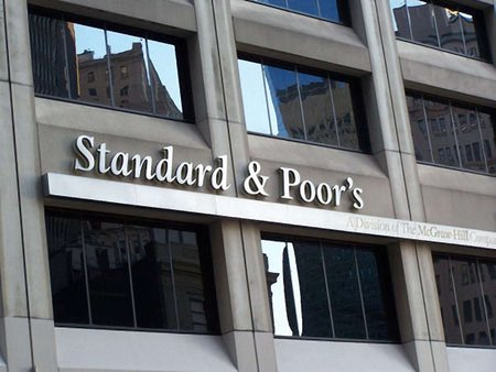 Агентство Standard & Poor's знизило рейтинг України