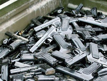 13 осіб відповідатиме за зникнення зброї з університету МВС у Львові