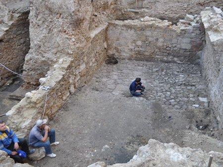 У центрі Львова розкопали скарб часів Австро-Угорської імперії