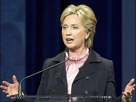 Клінтон критикує стан демократії в Білорусі, Україні та Росії