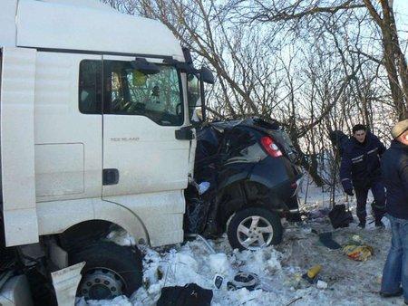 5 пасажирів легковика загинули при лобовому зіткненні з вантажівкою