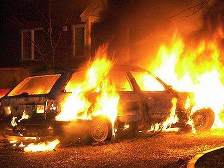 На Закарпатті з'ясовують стосунки, підпалюючи авто чиновників і правоохоронців, - ЗМІ