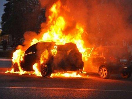 Автомайдан заявляє, що вночі невідомі спалили активістам 8 авто