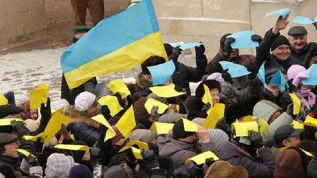 У Львові створили живий прапор на підтримку Сходу