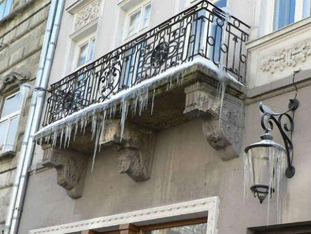 Львів'ян попередили про загрозу утворення бурульок
