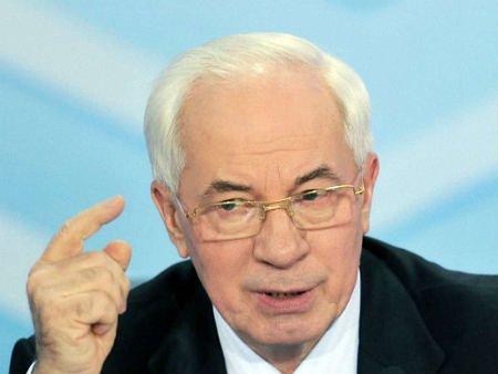 Азаров пригрозив євродепутату судом