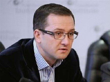 За сприяння НБУ з України активно виводиться валюта, – Уманський