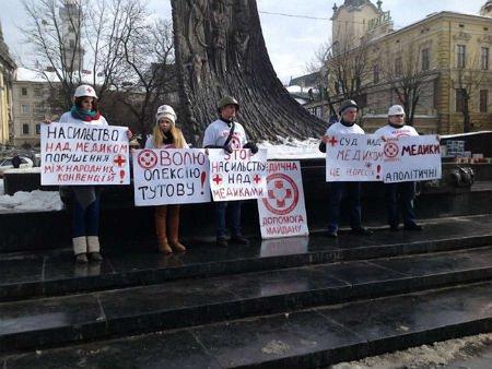 Львівські медики вимагають звільнити затриманого на Грушевського колегу