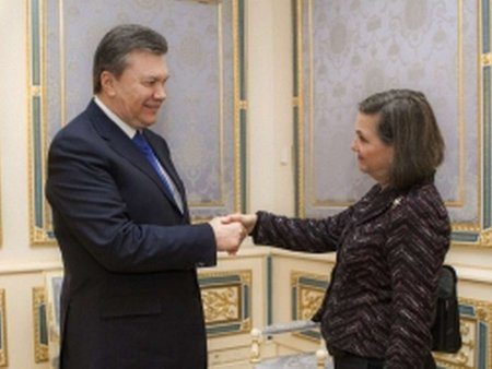 Янукович пообіцяв пришвидшити процедуру звільнення активістів