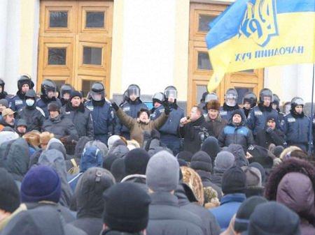 У Вінниці затримують активістів через захоплення облради