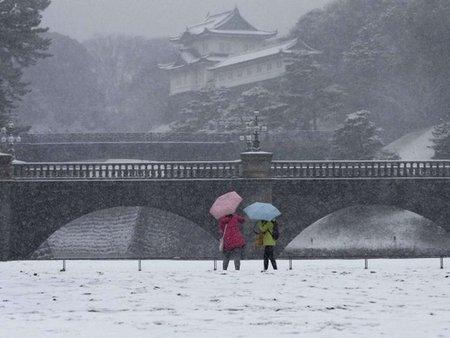 Сильний снігопад у Японії: майже сотня постраждалих