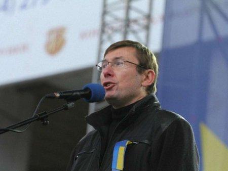 Силовики мають бути під контролем опозиції або безпартійних, – Луценко
