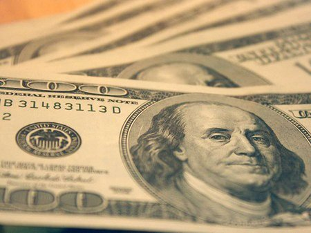 Нацбанк знизив курс долара на 20 коп