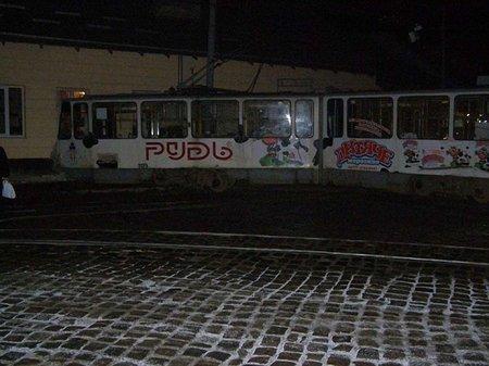 У Львові невідомі обстріляли трамвай?