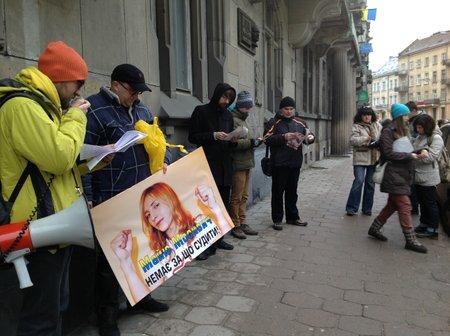У Львові пікетували банки, що належать регіоналам