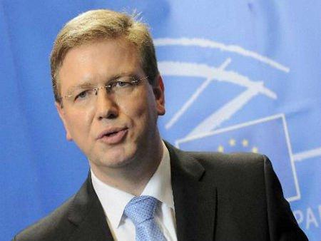 Фюле розповів, що саме може вирішити кризу в Україні