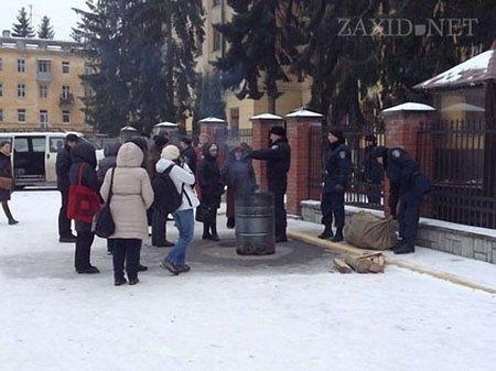 Внутрішні війська на Стрийській знову заблокували