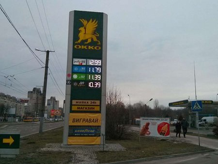 На львівських АЗС вартість бензину А95 наблизилась до 12 грн/л