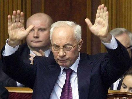 Микола Азаров відновив спілкування в соцмережах