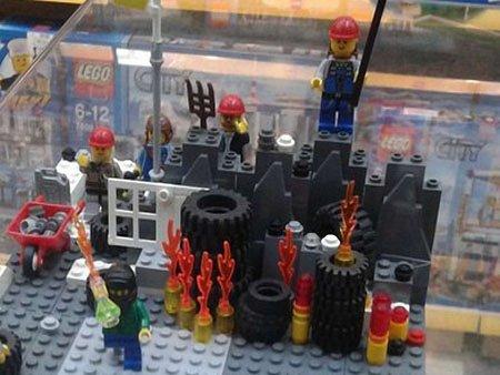 11-річна львів'янка склала з Lego інсталяцію сутичок з