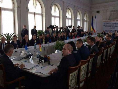 У Криму закликали закріпити децентралізацію влади у Конституції