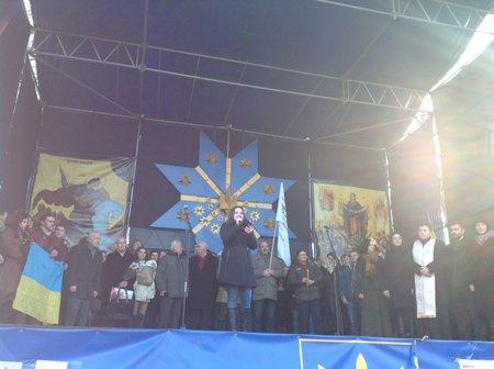 На Євромайдані у Львові артисти молились і читали Шевченка