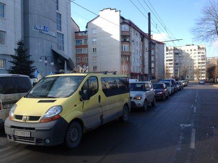 Автомайдан у Львові пікетує депутатів-прогульників з облради