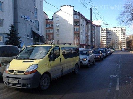 Як Автомайдан пікетував львівських депутатів в обідню перерву