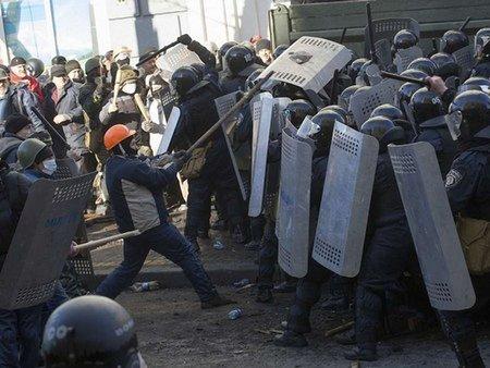 «Правий сектор» закликав власників зброї вийти на Майдан