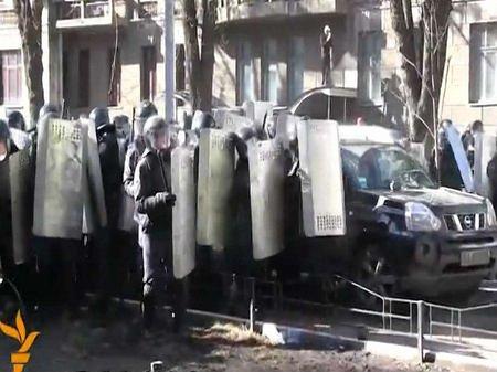 В МВС стверджують, що п'ятеро бійців ВВ отримали вогнепальні поранення
