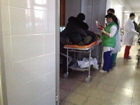 У лікарні Києва масово звозять поранених