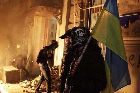 У Львові молодь почала штурм головного управління міліції
