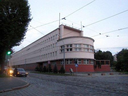 Менше сотні людей захопили будівлю СБУ у Львові