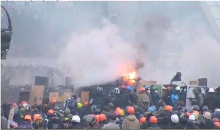 Підмога з областей таки прибуває на Майдан