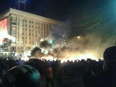 З палаючого Будинку профспілок евакуювали понад 40 людей