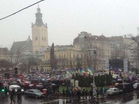 У школах Львова вшанували пам'ять невинно убієнних у Києві