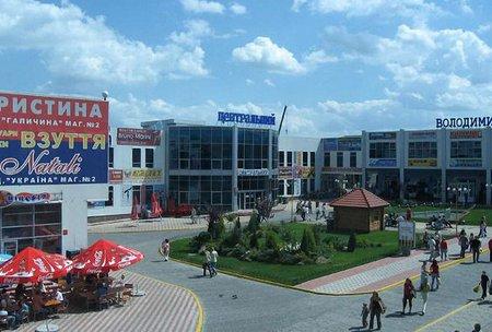 Через загрозу погромів закрили частину крамниць на ТВК «Південний»