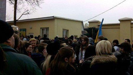 Активісти у Львові пікетували приміщення прикордонної служби