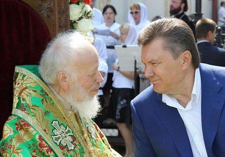 УПЦ закликали відлучити Януковича від Церкви і накласти анафему