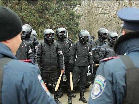 Львівська облрада попереджає, що у Львів приїхав десант тітушок