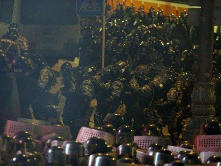 Опозиція та влада домовилися про перемир'я на Майдані